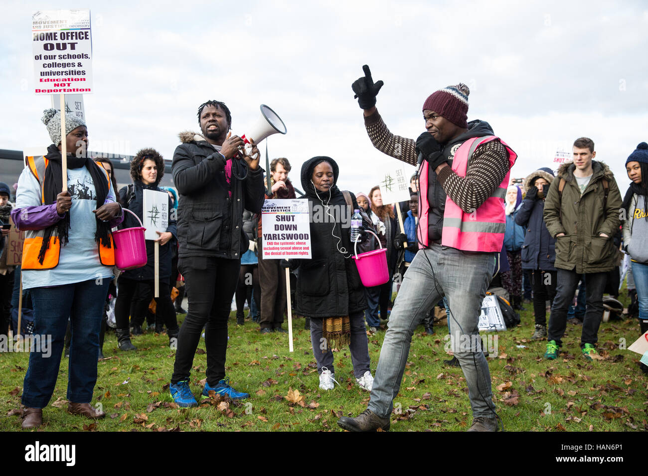 Milton Ernest, UK. 3rd Dec, 2016. Movement for Justice organisers address anti-immigration detention campaigners - Stock Image