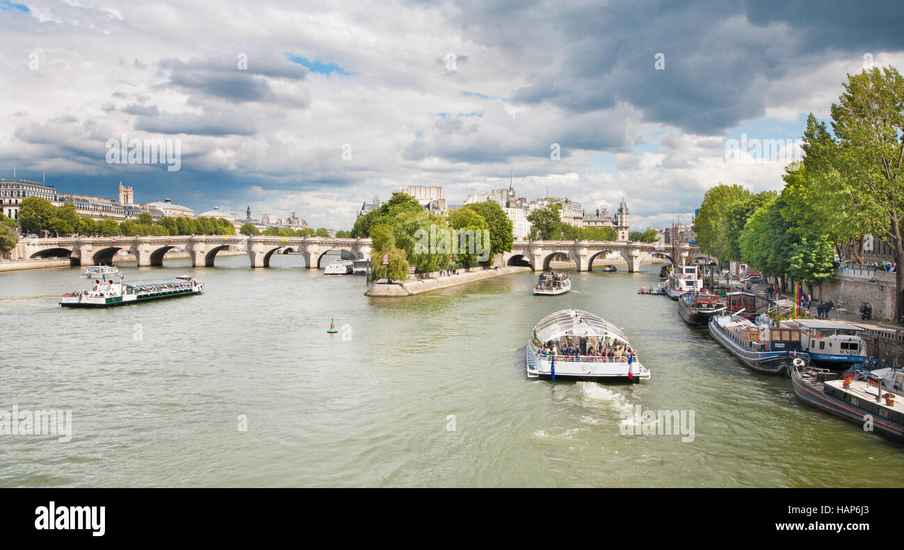 PARIS, FRANCE, JUNE - 18, 2011: Seine and Ponte Nuef. - Stock Image