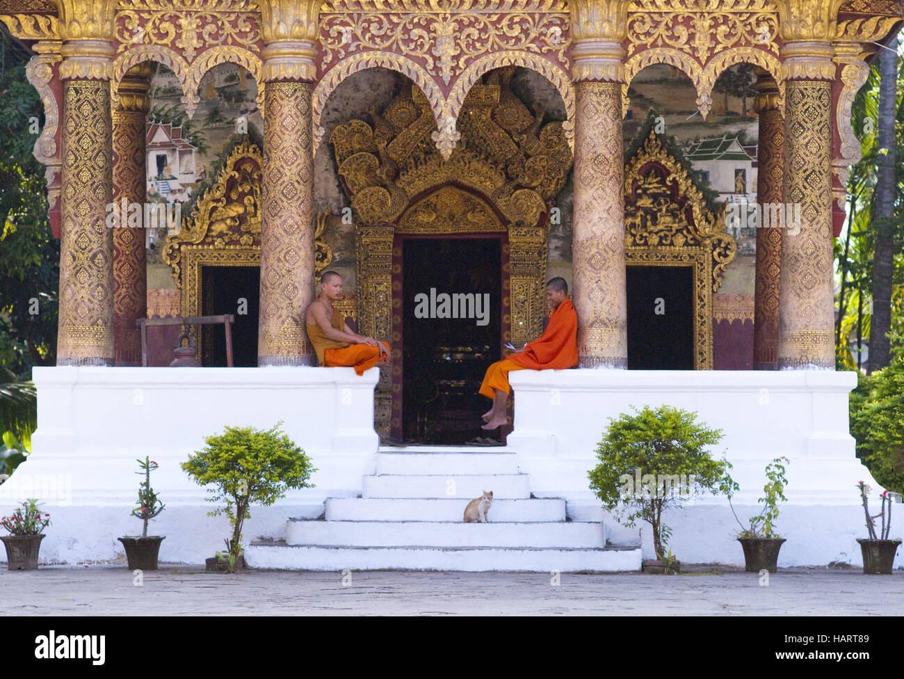 Buddhistische Mönche im Tempel - Stock Image