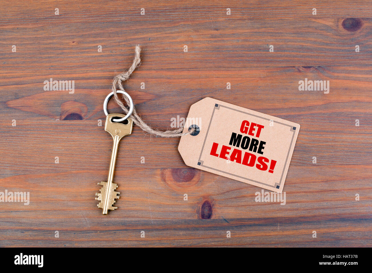 Key and a note on a wooden table with text - Stock Image