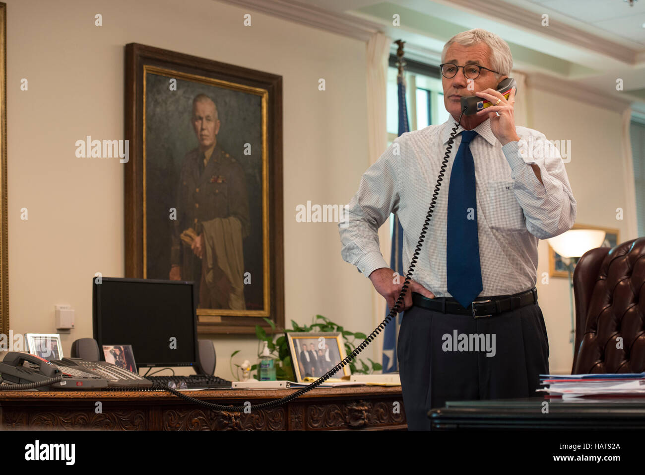 U.S. Secretary of Defense Chuck Hagel talks on the phone in his office at the Pentagon August 18, 2014 in Washington, - Stock Image
