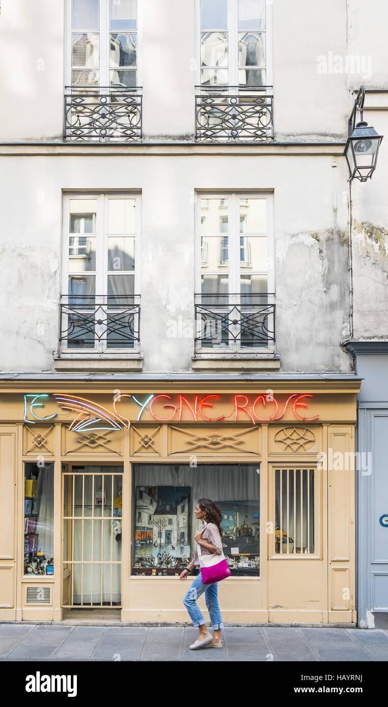 antique shop _le cygne rose_ - Stock Image