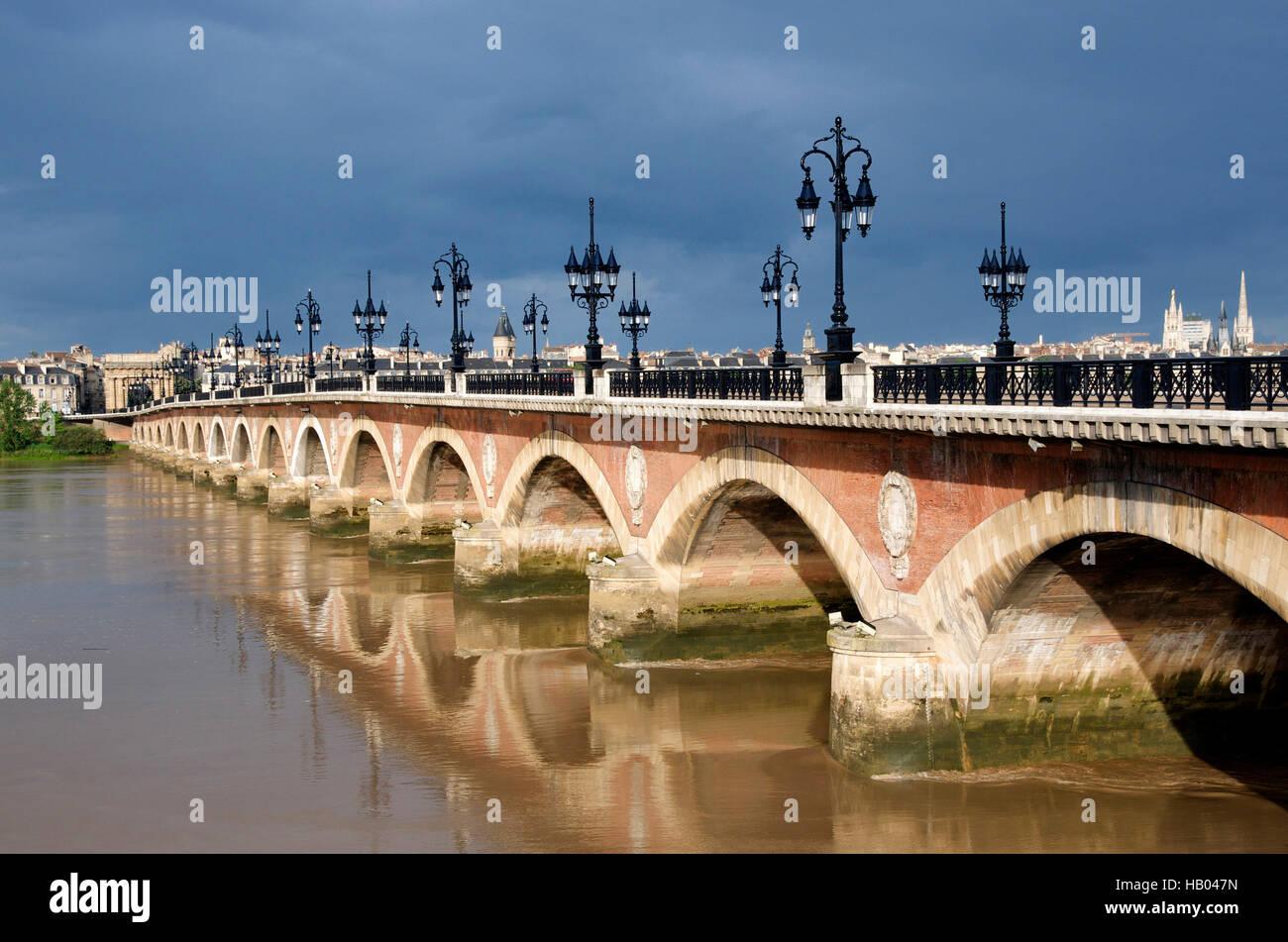 The Pont de Pierre crossing the river Garonne, Bordeaux, Aquitaine, France, Europe - Stock Image