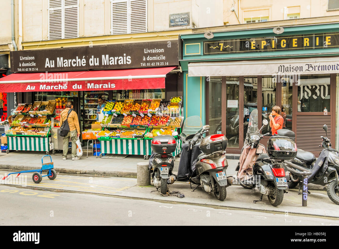 street scene in front of _au marché du marais_, grocery store - Stock Image