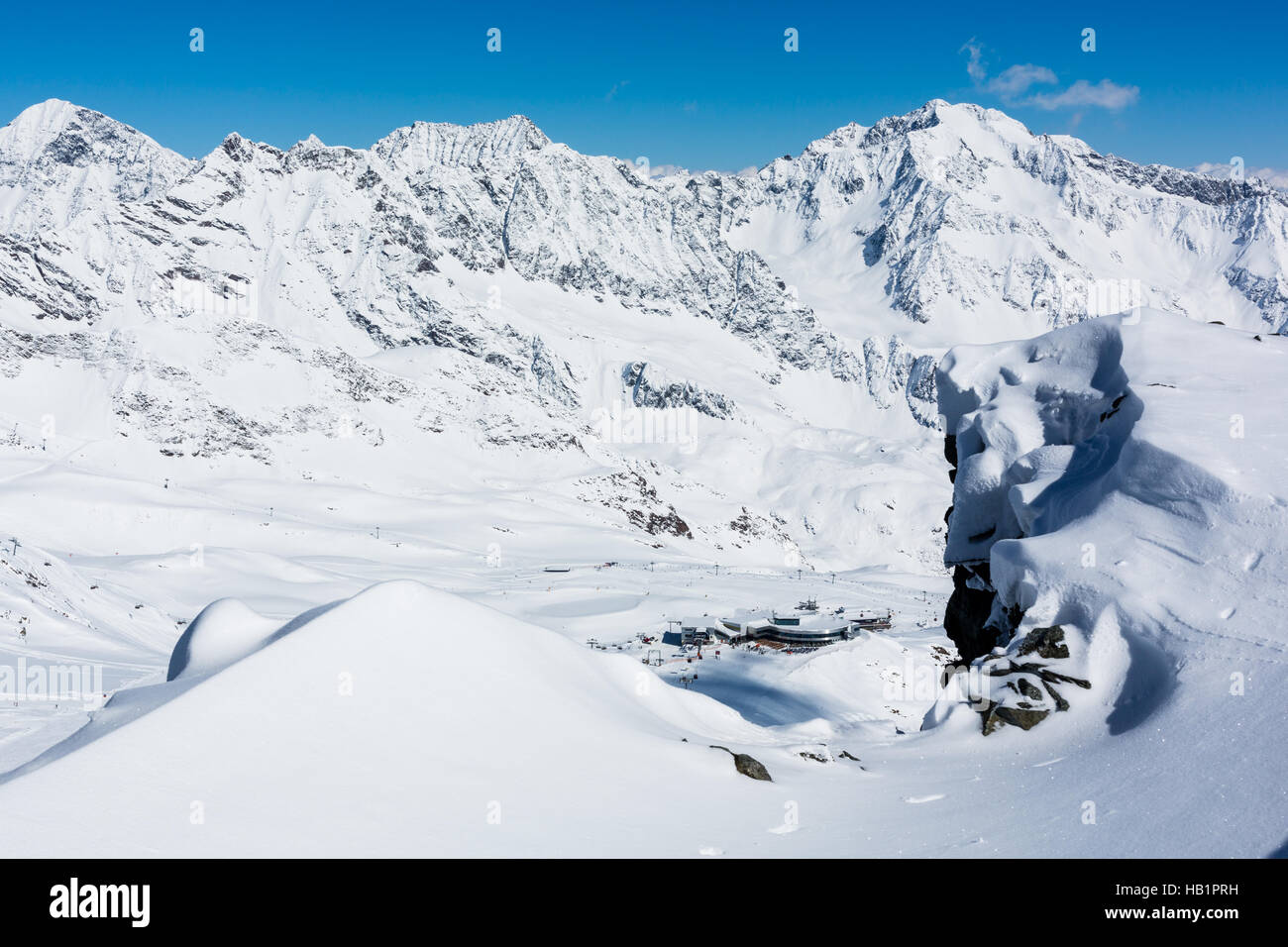 Austria's largest glacier skiing area - only 45 minutes away from Innsbruck - offers 34 slopes from easy to - Stock Image