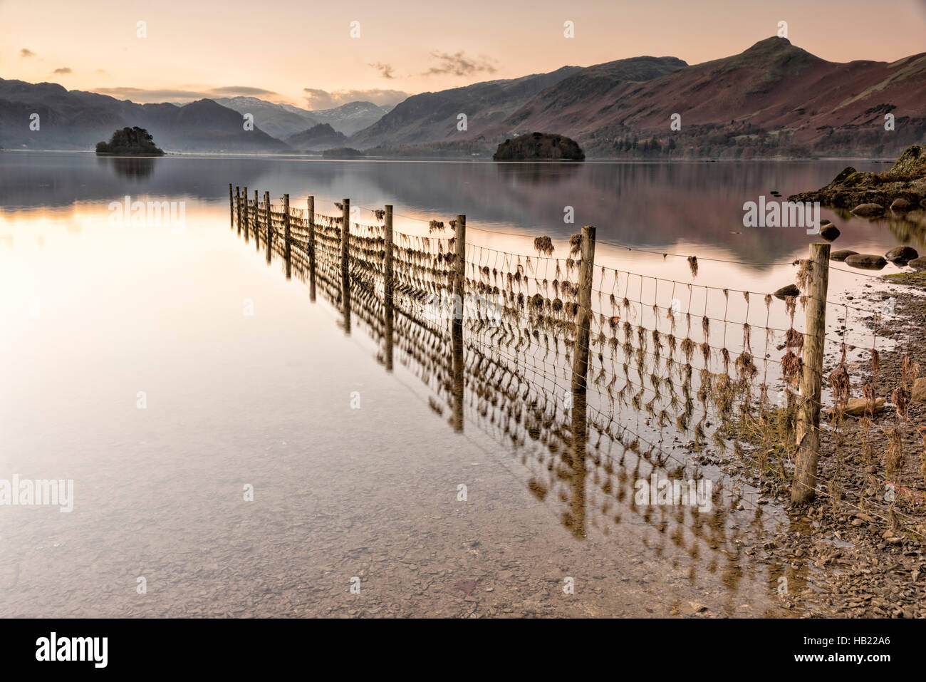Derwentwater, Keswick, Cumbria, UK. 4th Dec, 2016. Dawn on the lake at the start of a frosty and sunny day in the - Stock Image
