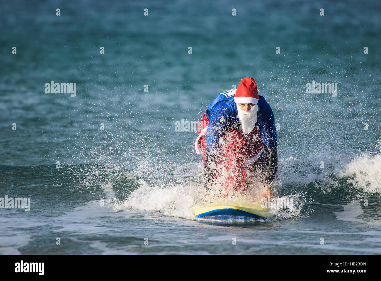 Newquay, UK. 04th Dec, 2016. Fistral Beach; Newquay, Cornwall. 4th December, 2016. Tom Butler wins the fund-raising - Stock Image