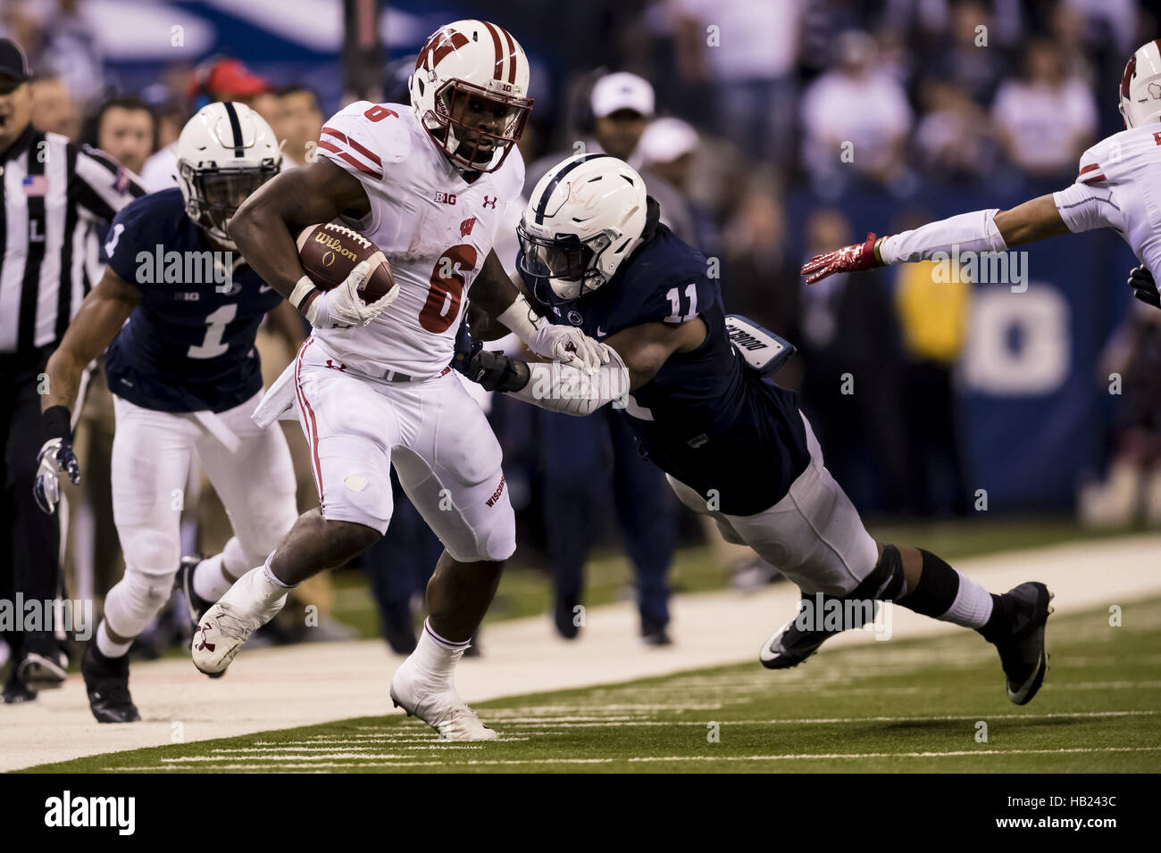 Indianapolis, Indiana, USA. 3rd Dec, 2016. December 3, 2016 - Indianapolis, Indiana - Penn State Nittany Lions linebacker - Stock Image