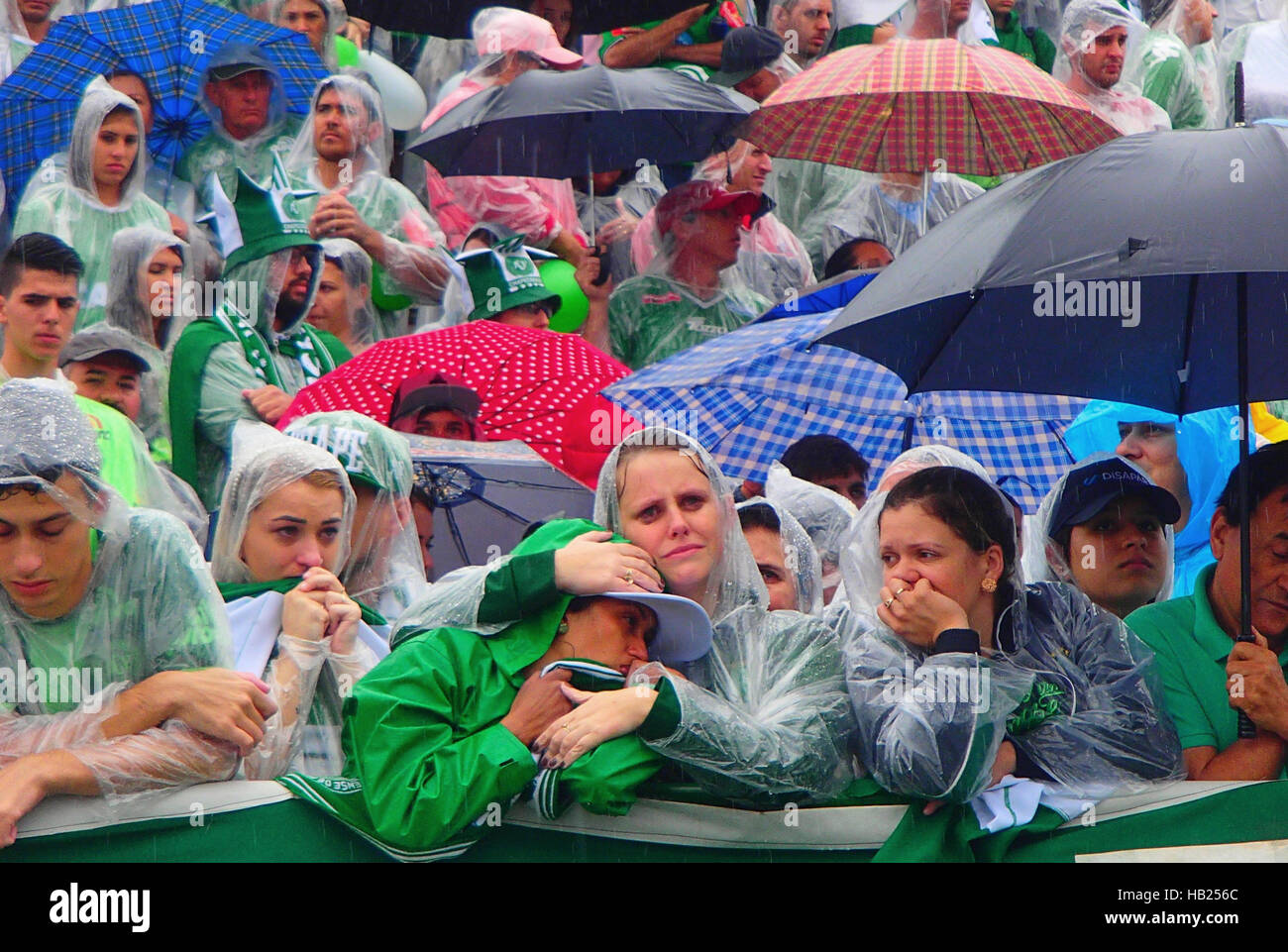Chapeco, Brazil. 3rd Dec, 2016. Fans of the Brazilian soccer team Chapecoense mourn in the stands during a mourning - Stock Image
