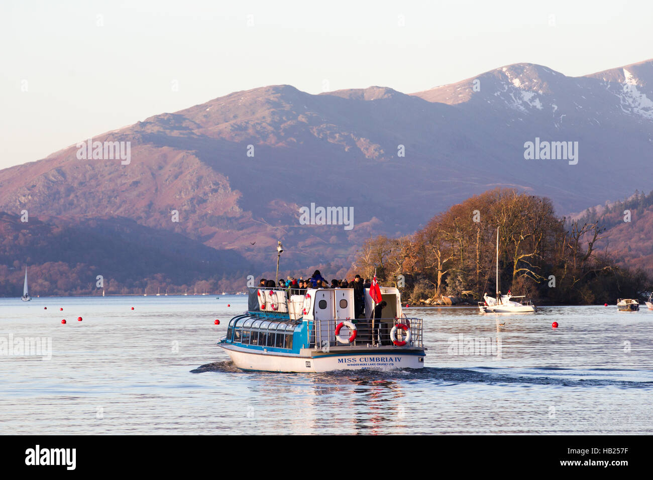 Cumbria, UK. 4th Dec, 2016. UK Cold sunny day on Lake Windermere, snow on fells & sailing on the lake Credit: - Stock Image