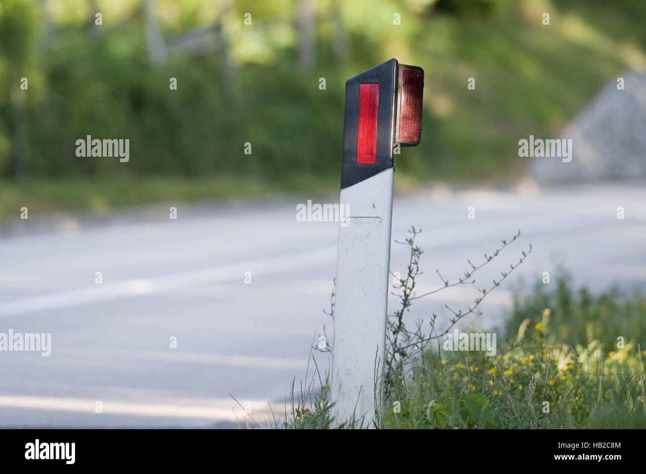 Begrenzungspfosten an der Straße-horizontal Stock Photo