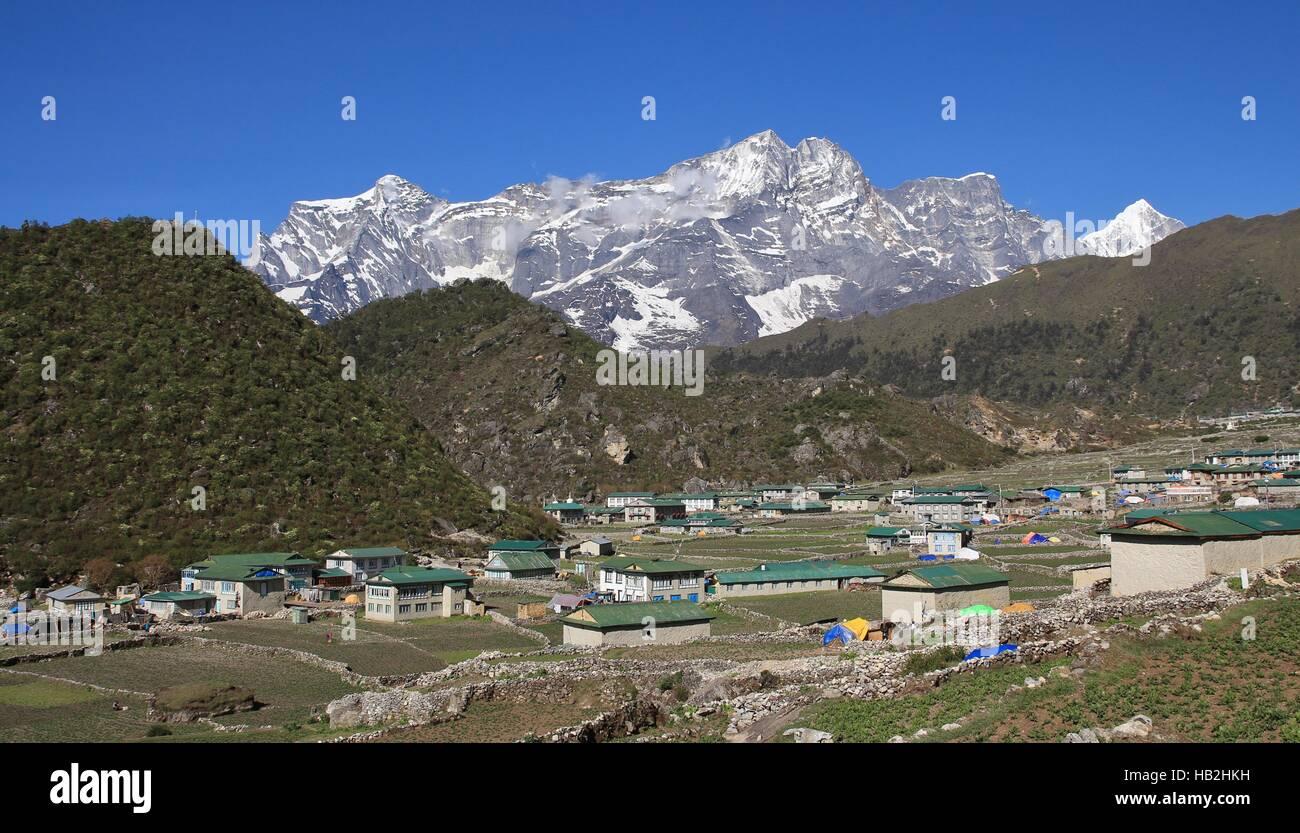 Sherpa village Khumjung and mountain - Stock Image