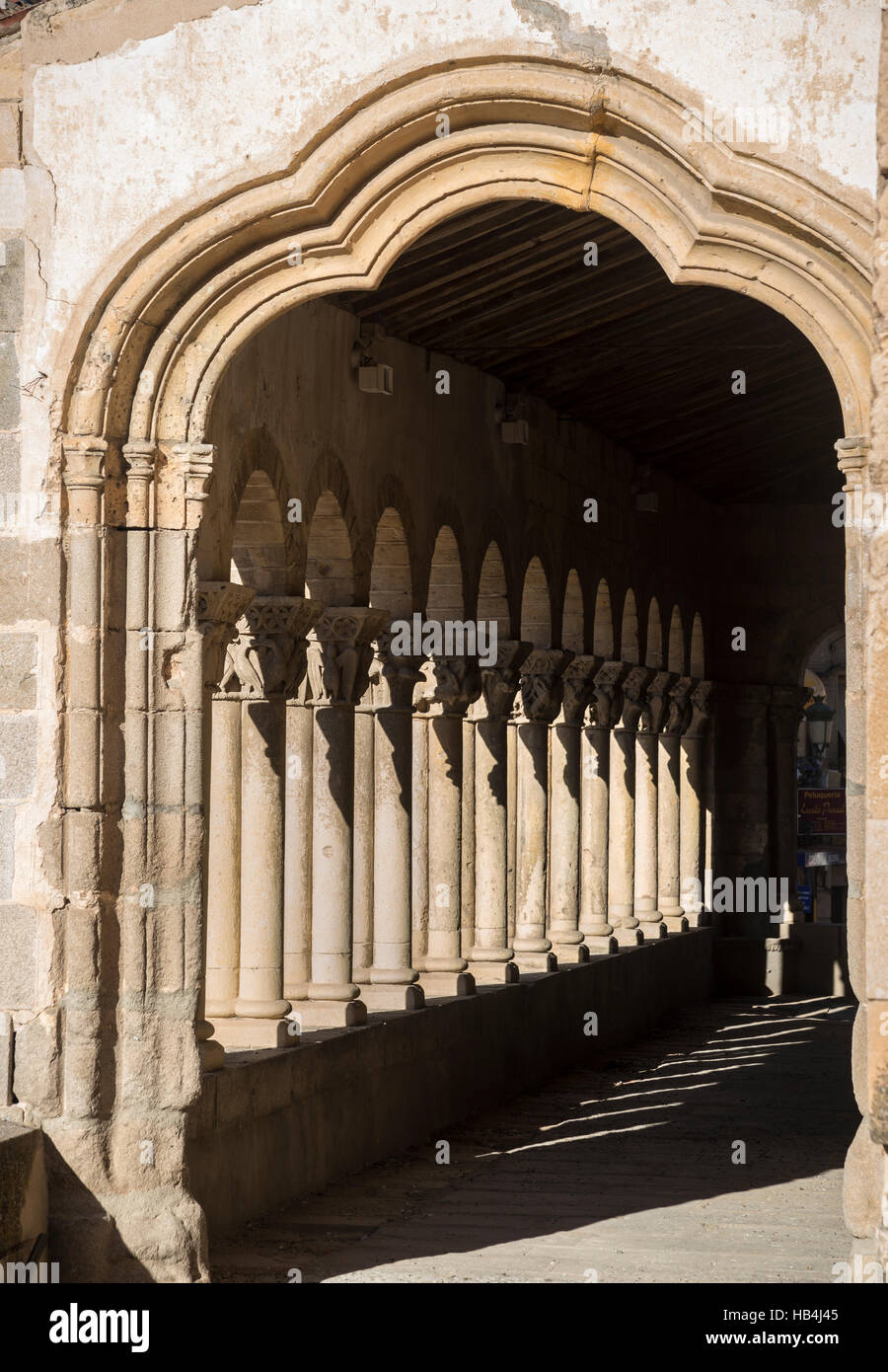The Romanesque, arcaded portico  of San Martin church, in the Plaza Medina del Campo, Segovia, Spain - Stock Image