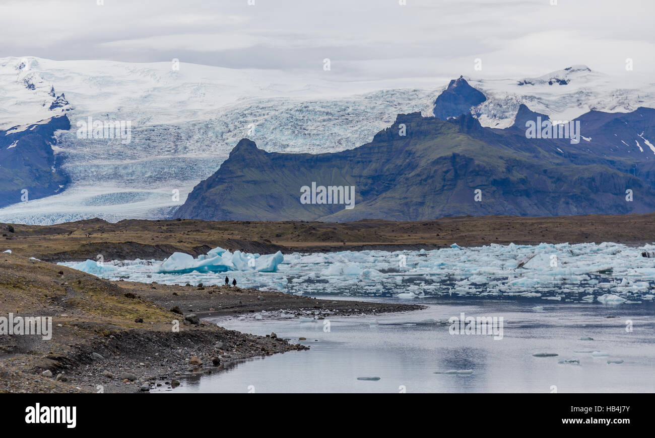 The glacier lagoon in South Iceland with mountains in the background - Stock Image