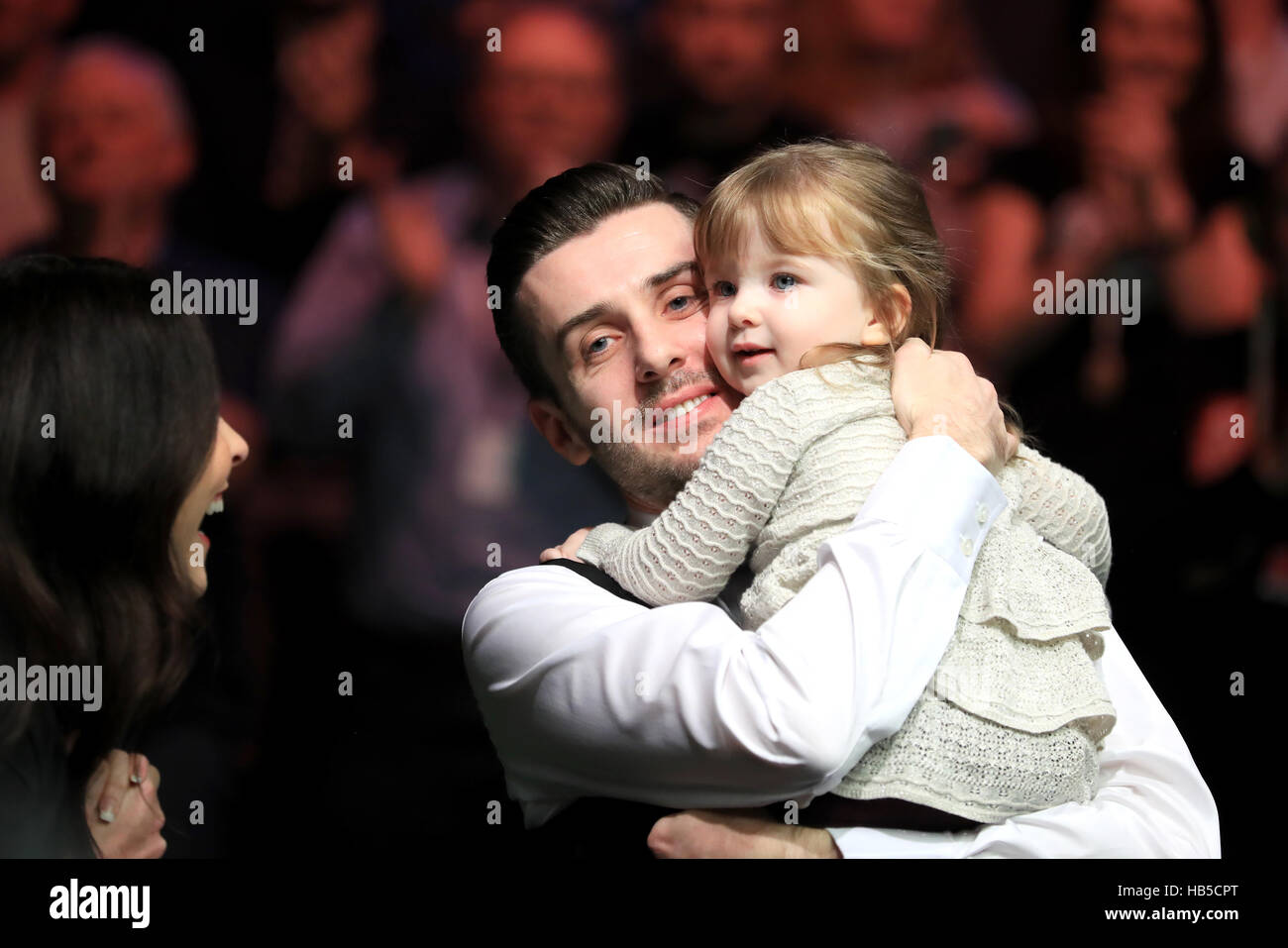 Mark Selby celebrates his victory over Ronnie O'Sullivan with his ...