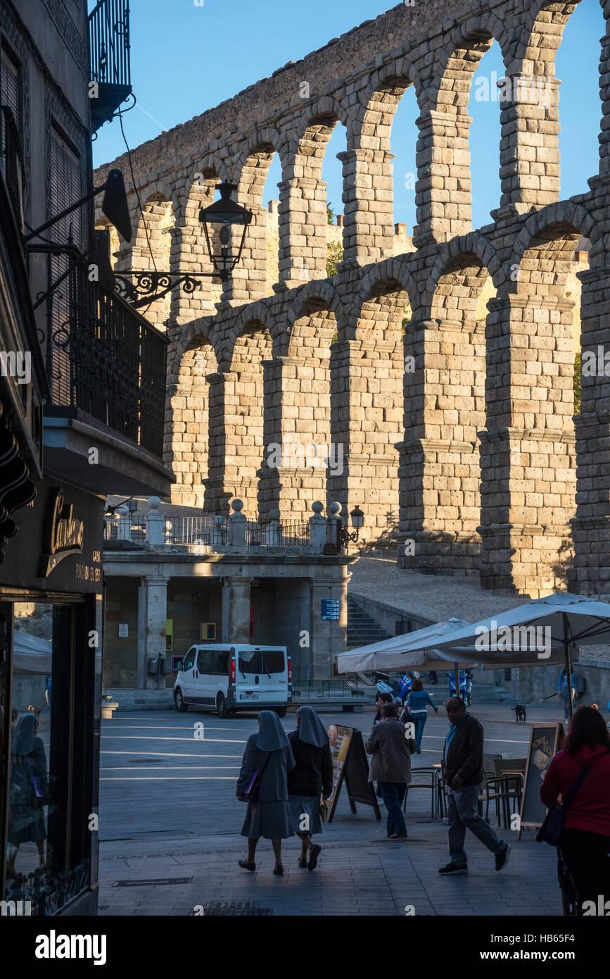 Segovia's 1st century Roman Aqueduct seen from Calle de San Francisco, Segovia, Spain - Stock Image
