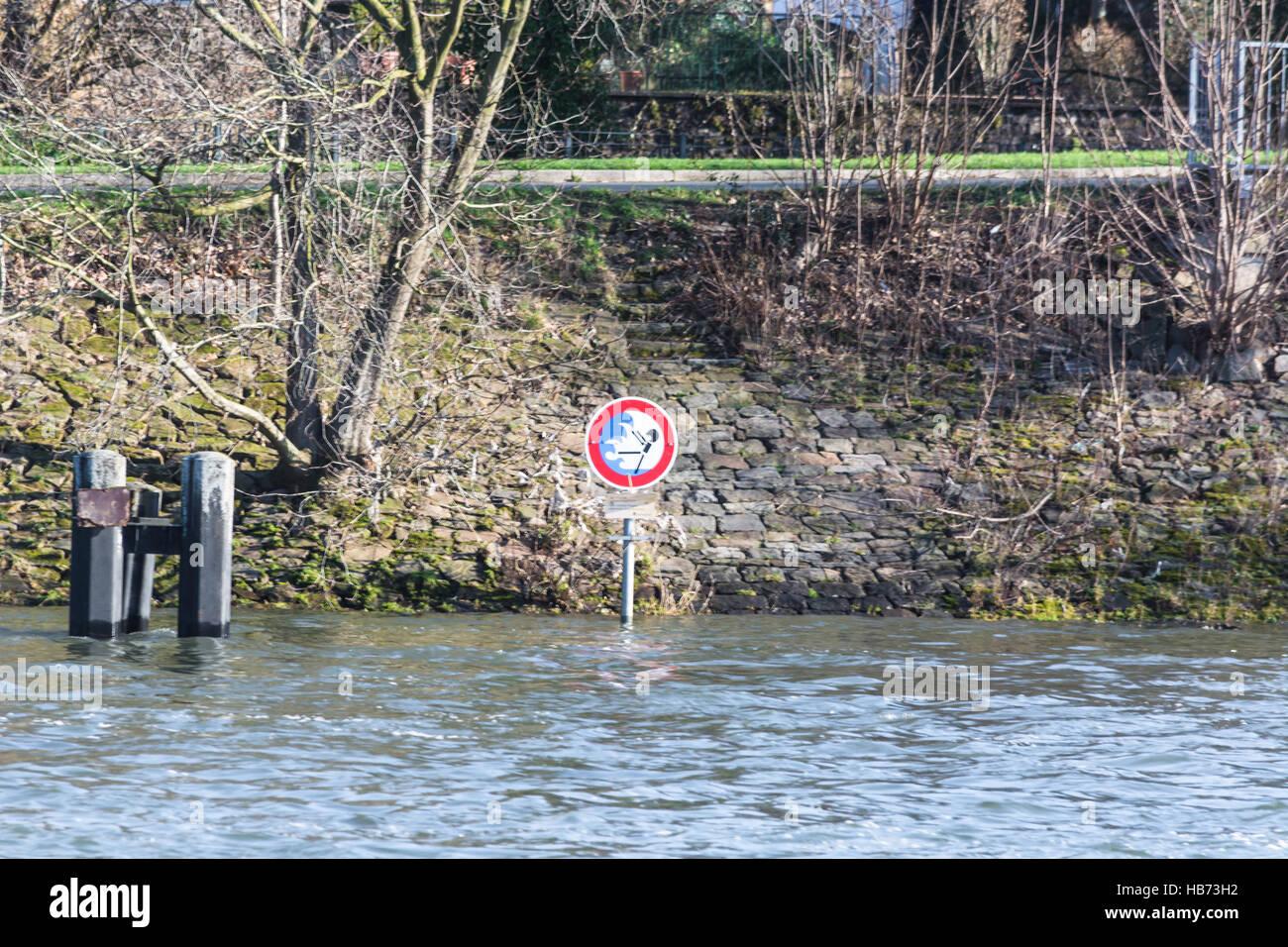 Flooded embankment in heavy rain - Stock Image
