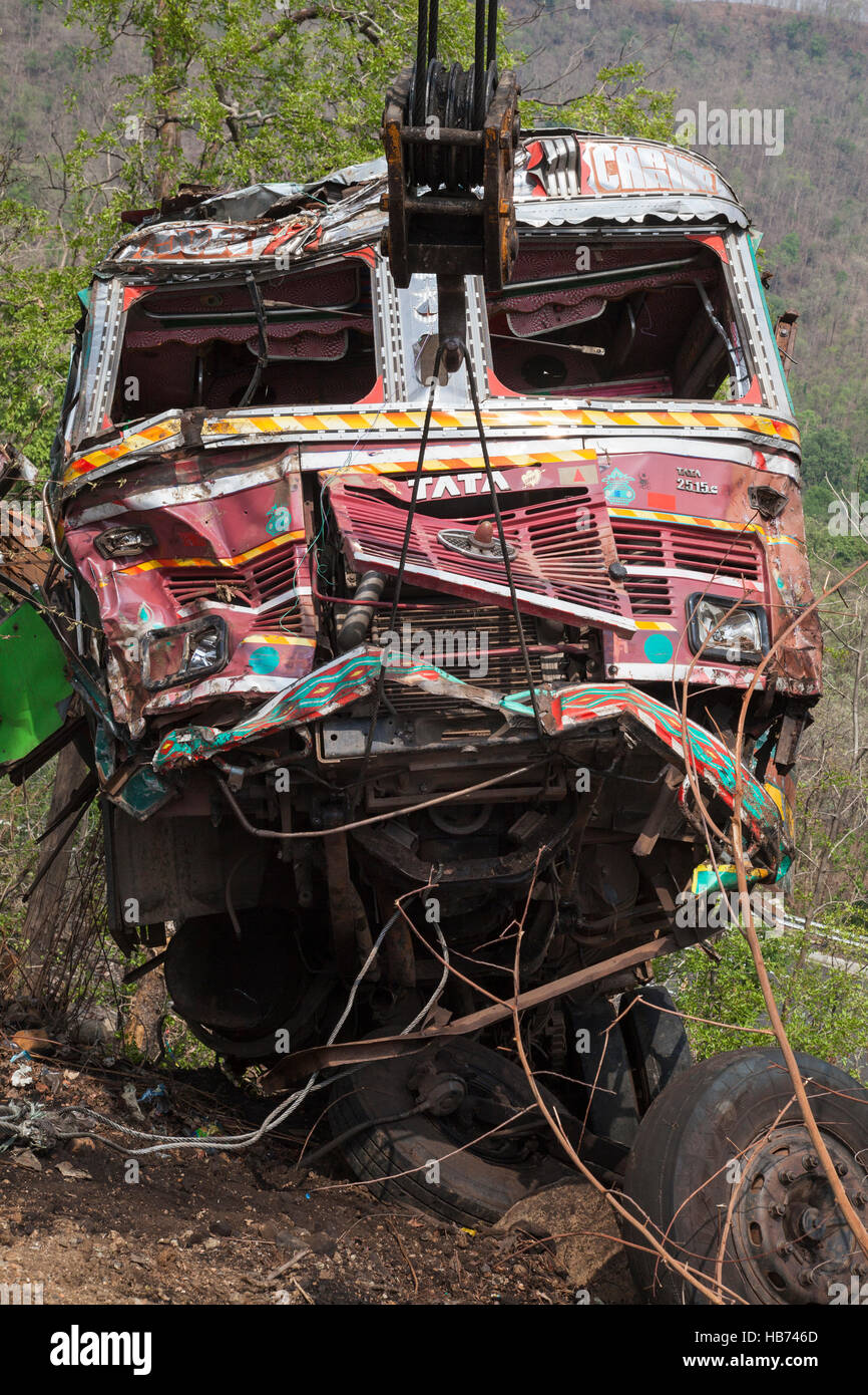Wrecked Indian truck being recovered after crashing down a hillside. Madhya Pradesh, India - Stock Image