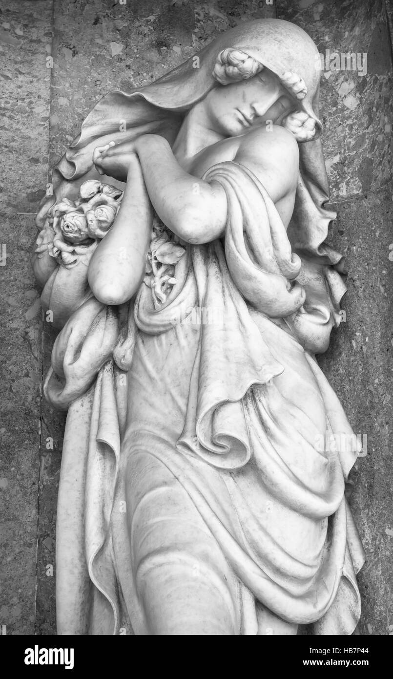 Stone statue of a grieving woman - Stock Image