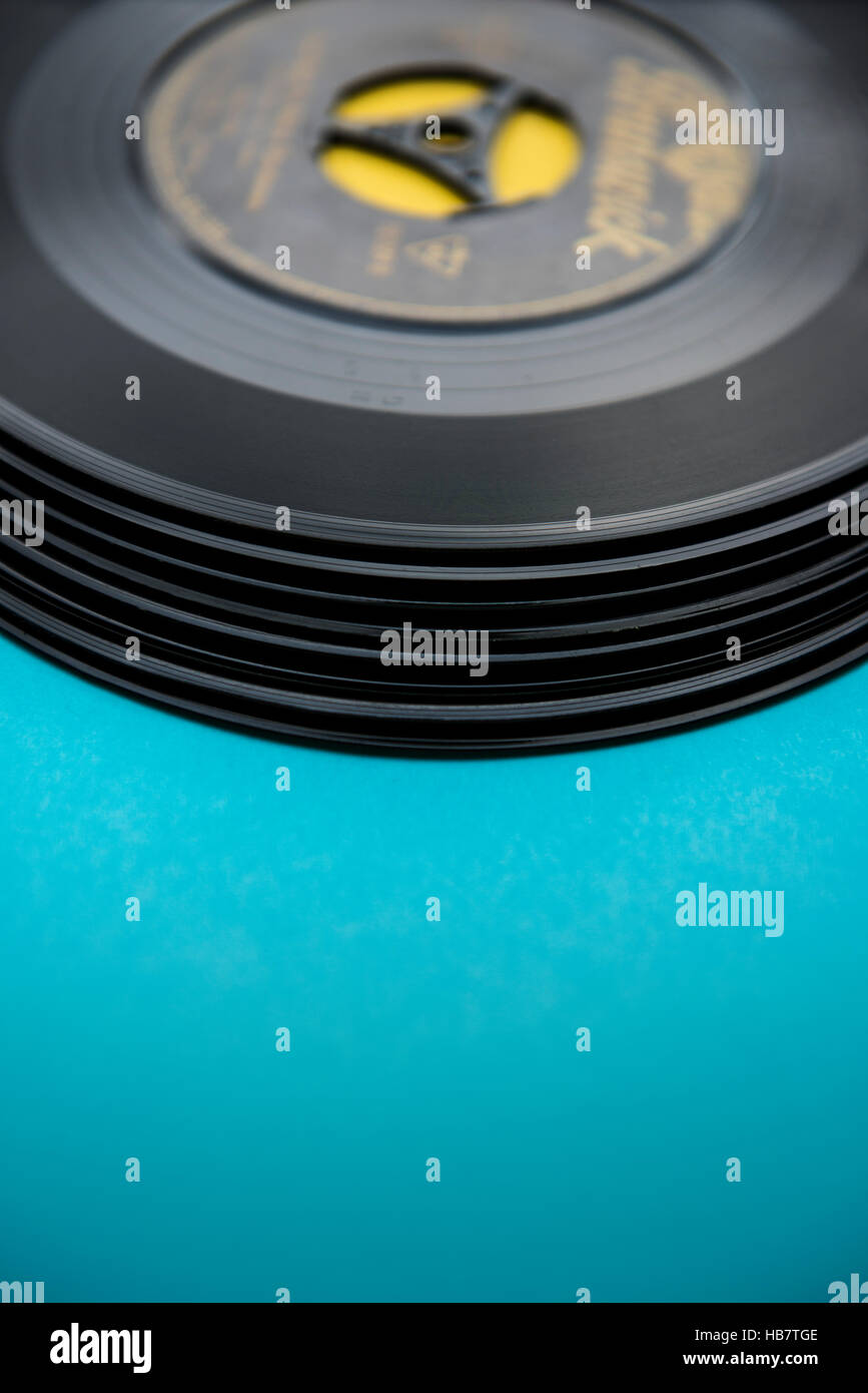 Pile of old vinyl records (singles) - Stock Image