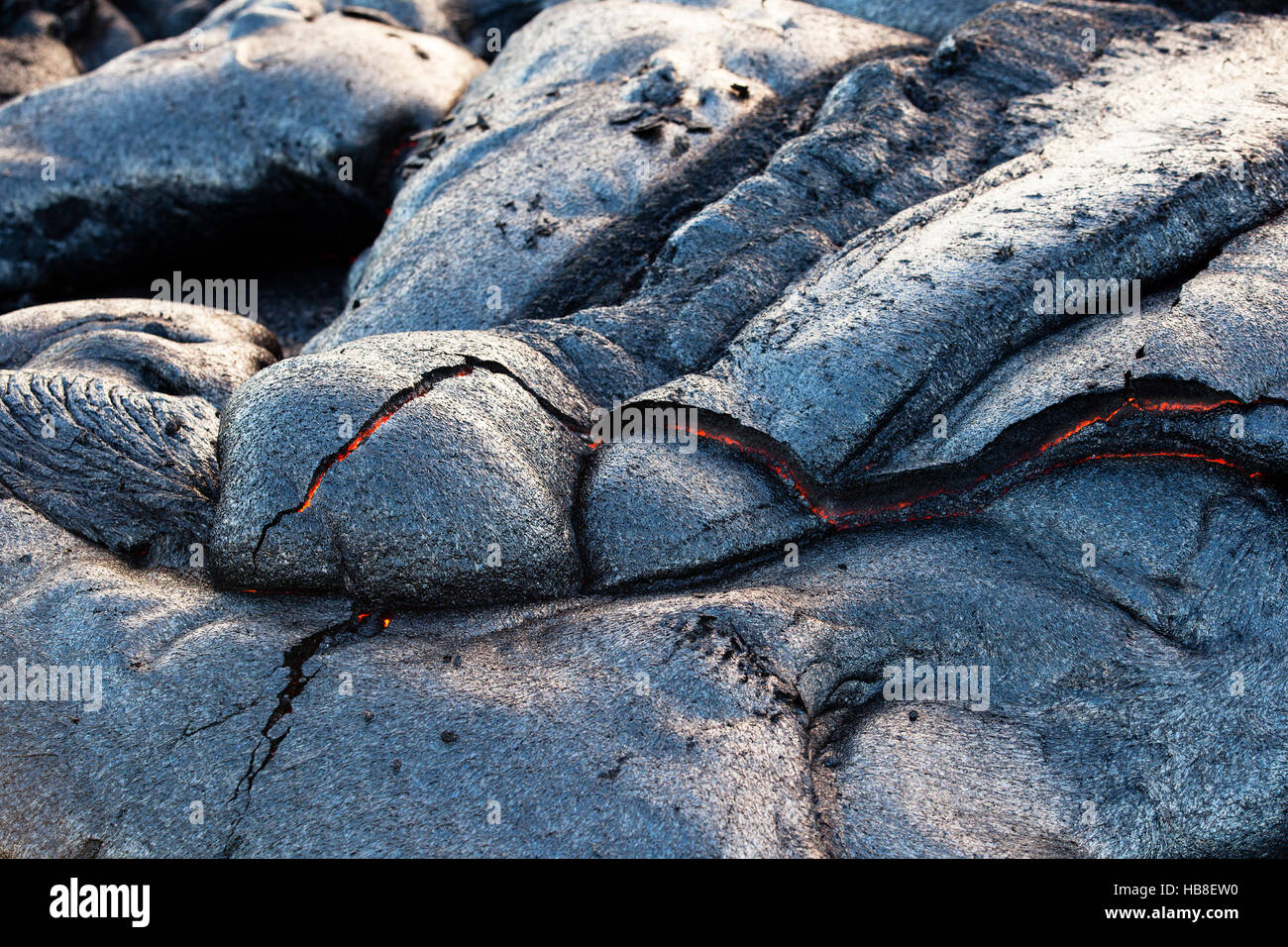 Volcanic eruption, glowing lava flowing and cooling, Pu'u'Ō'ō Volcano, Hawai'i Volcanoes National - Stock Image