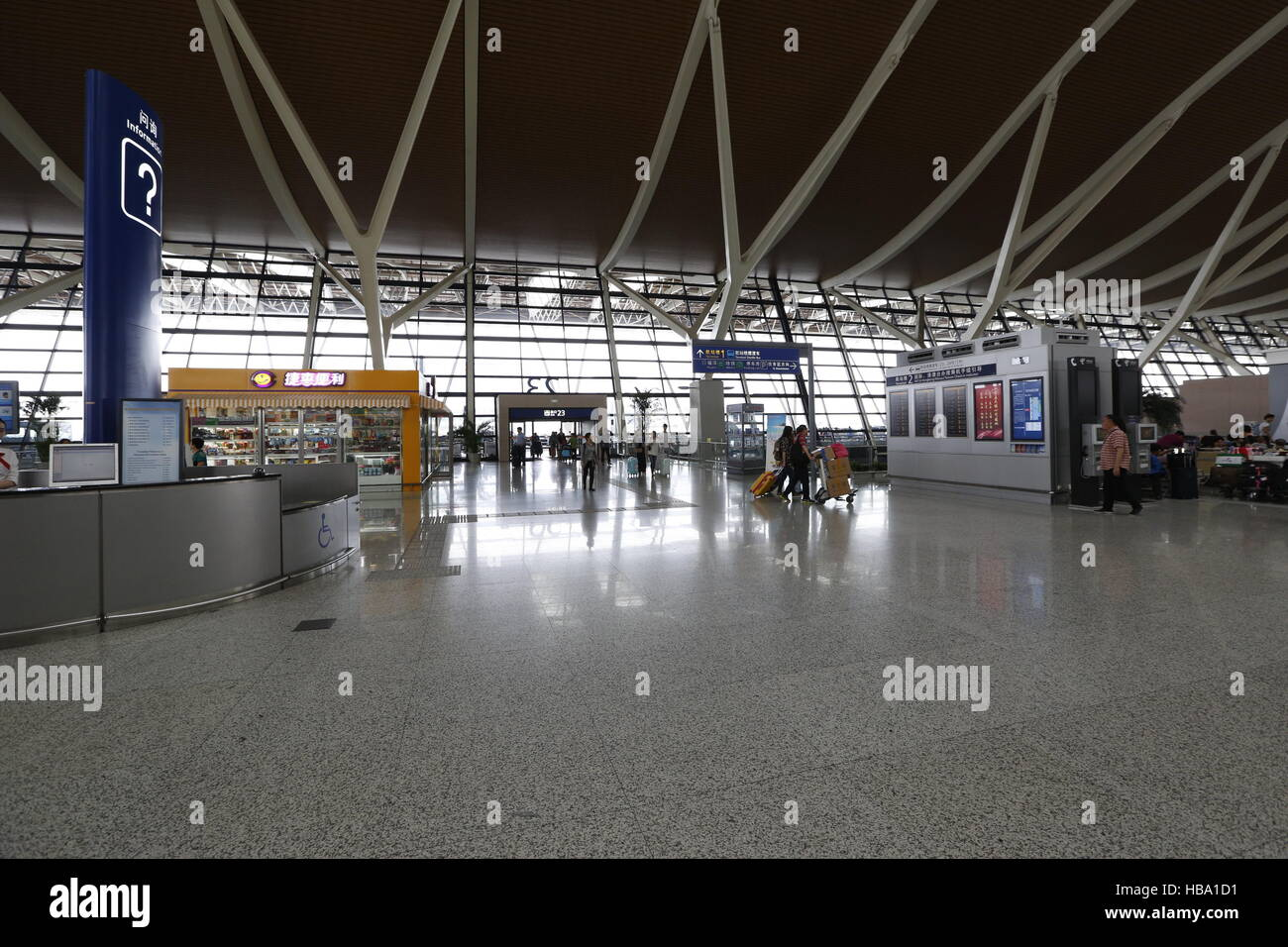 how to get from pudong airport to shanghai