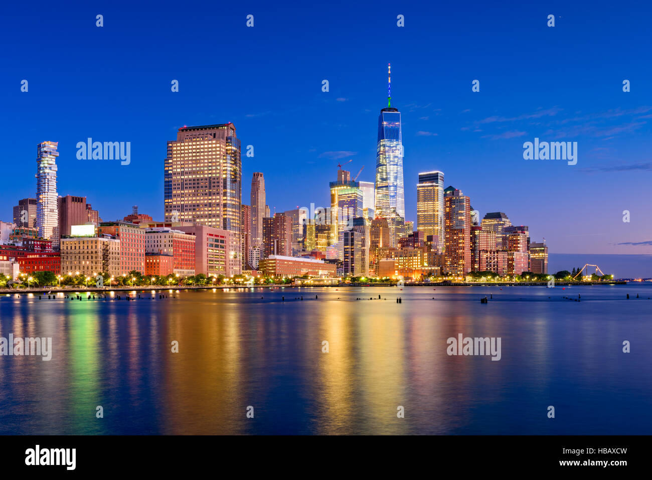 New York City financial district skyline at night on the Hudson River. - Stock Image