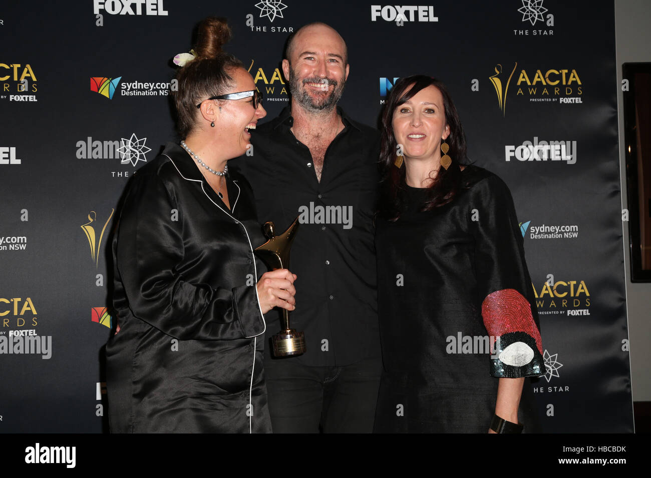 Sydney, Australia. 5 December 2016. Pictured: Del Kathryn Barton, Brendan Fletcher and Angie Fielder pose win the - Stock Image