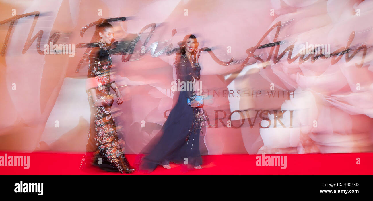 London, UK. 5th Dec, 2016. Guests arrive at Royal Albert Hall for the Fashion Awards 2016 in London, UK, on Dec. - Stock Image
