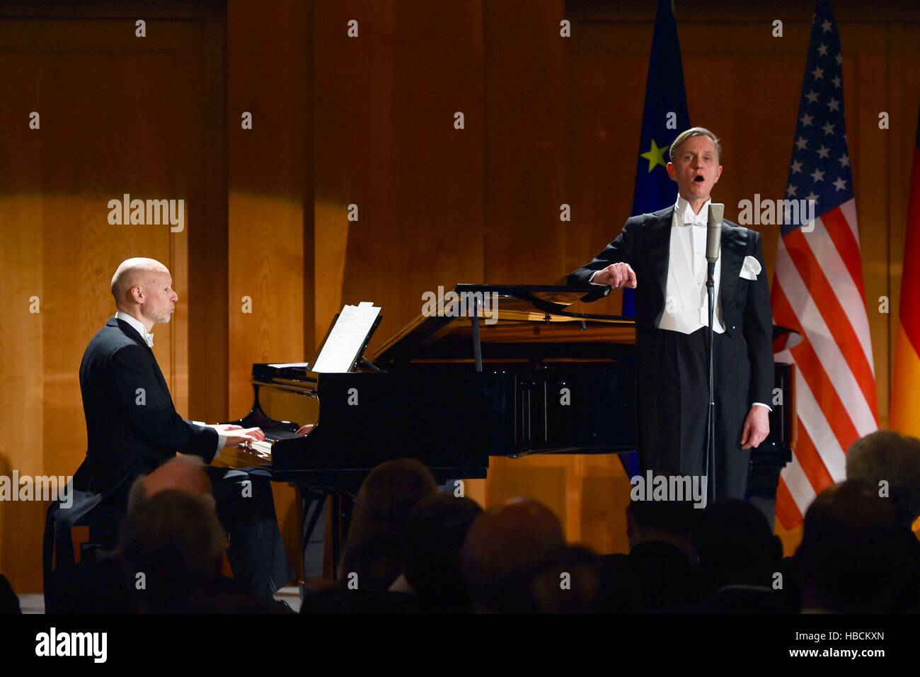 Berlin, Germany. 5th Dec, 2016. Singer Max Raabe performs after U.S. Secretary of State John Kerry received the - Stock Image
