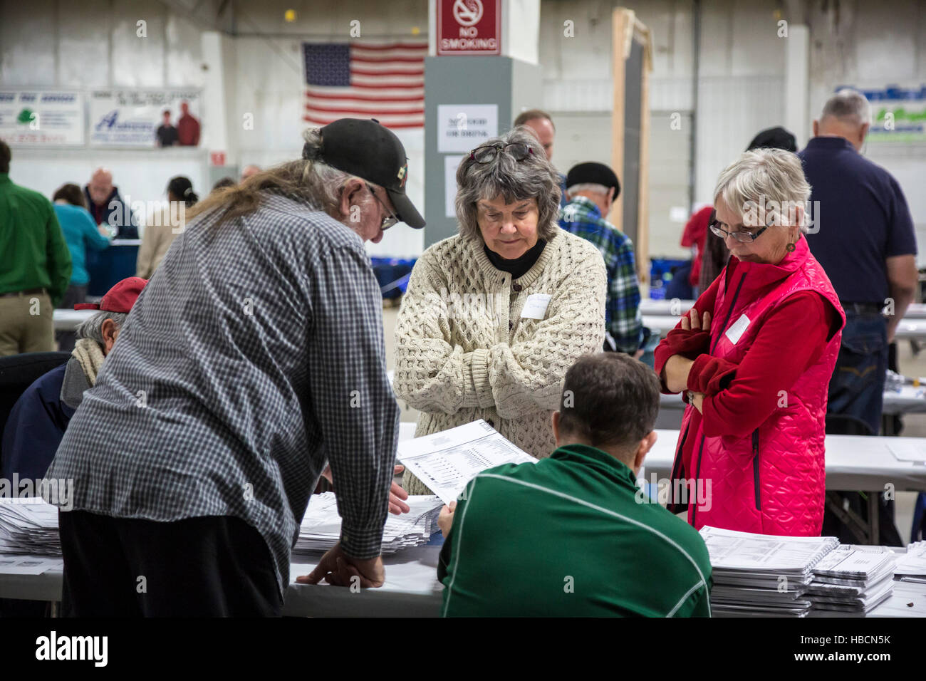 Michigan, USA. 6th December, 2016. Watched by candidates' observers, workers in Ingham County, Michigan recount - Stock Image