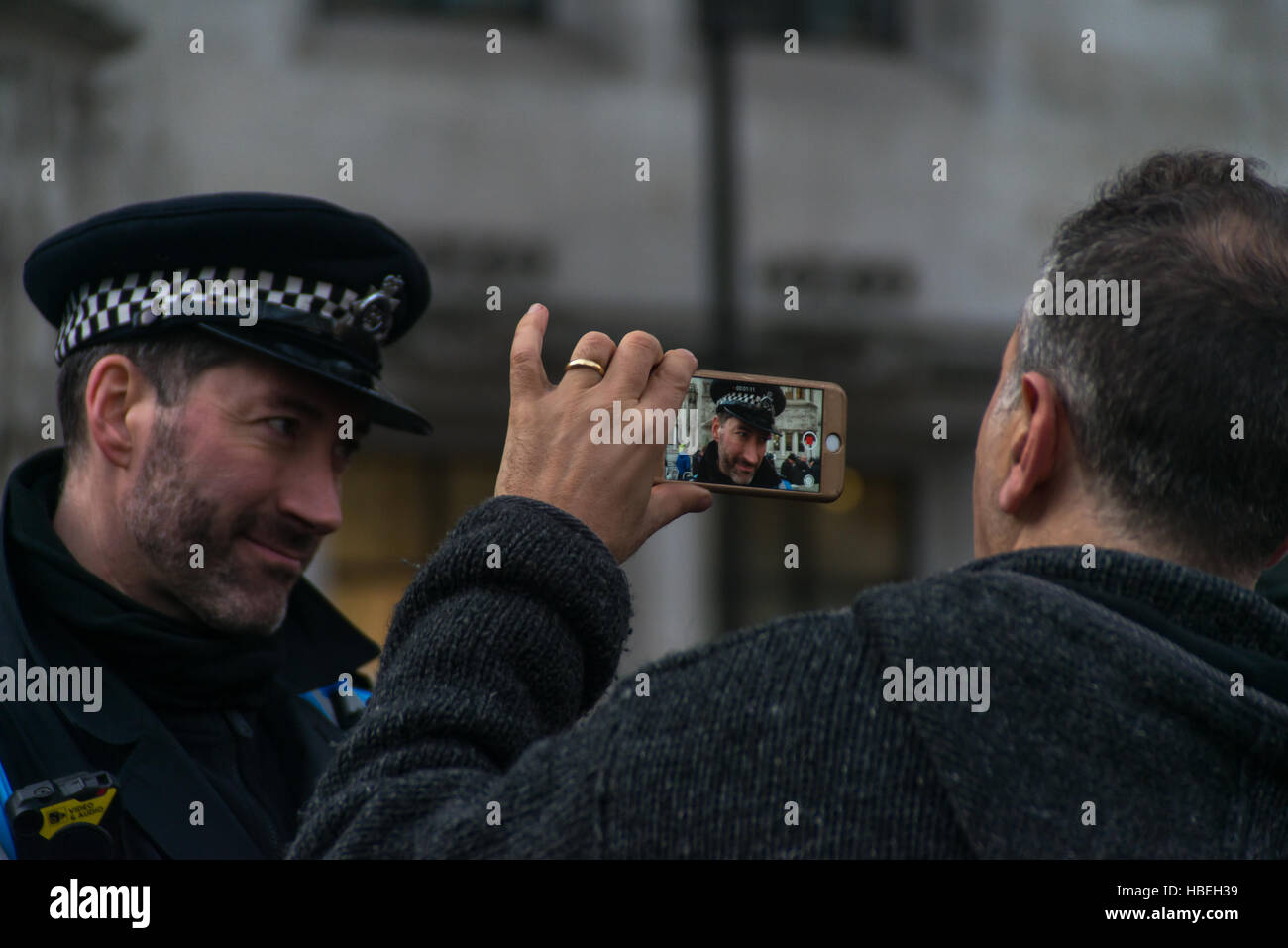 London, UK. 5th December, 2016. Anti-brexiters and Brexiters, clash outside The Supreme Court as 11 judges decide Stock Photo
