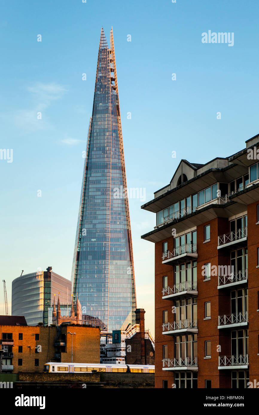 The Shard and Riverside Apartments, London, England - Stock Image