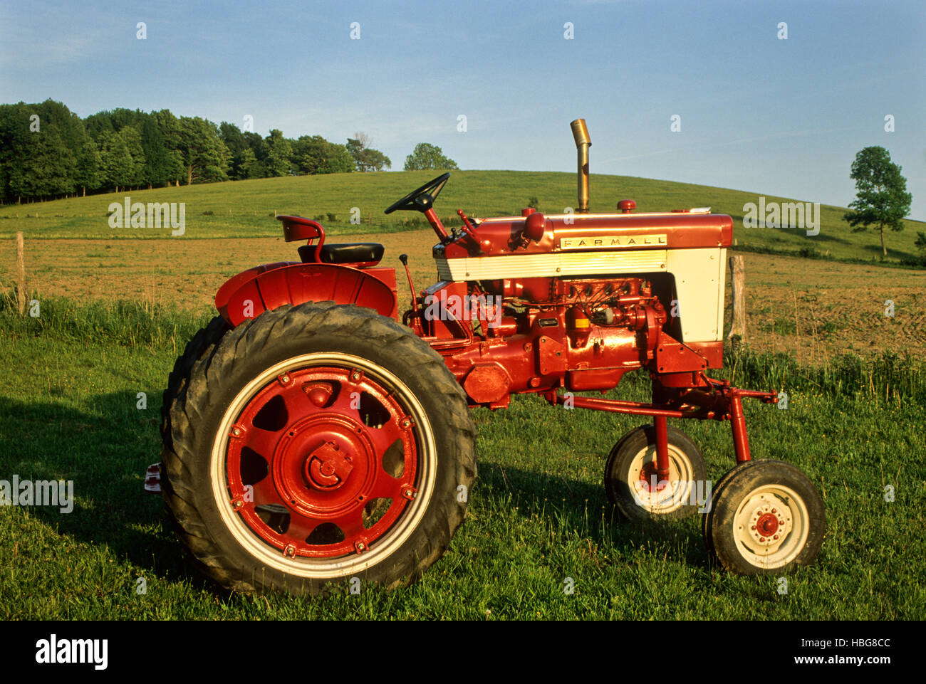 Vintage 1958 Farmall High Crop  340  tractor, Cattaraugus County, New York, USA,  FS 14.30 MB - Stock Image