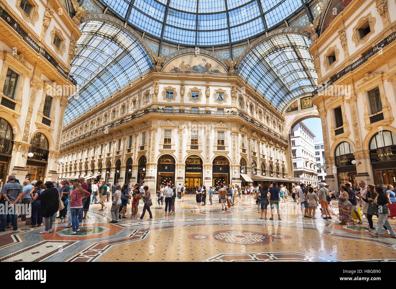 Shopping center milan stock photo 127593900 alamy for Milano shop