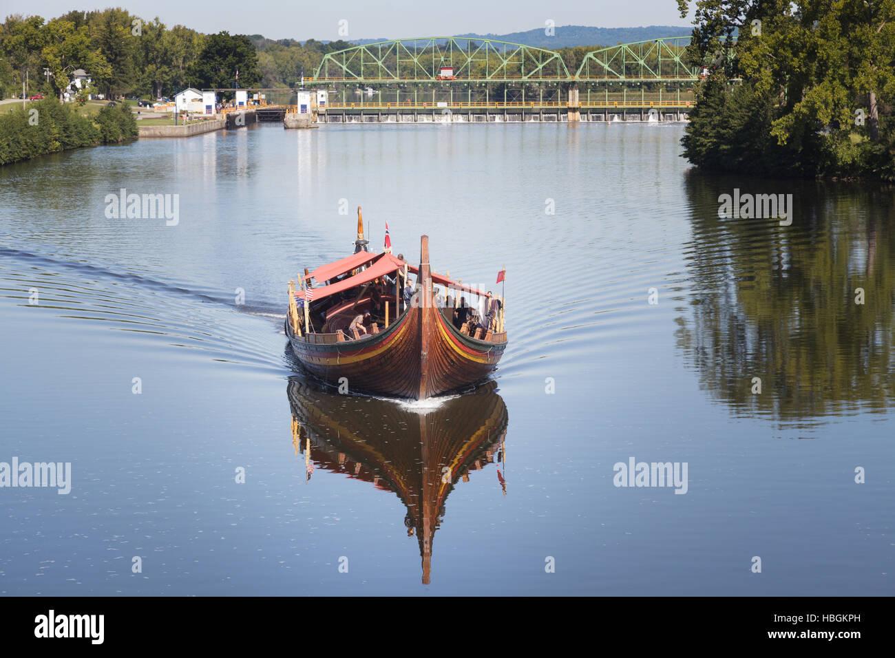 Viking longship replica Draken Harald Hårfagre passes through Fort Plain, Montgomery County, New York. - Stock Image