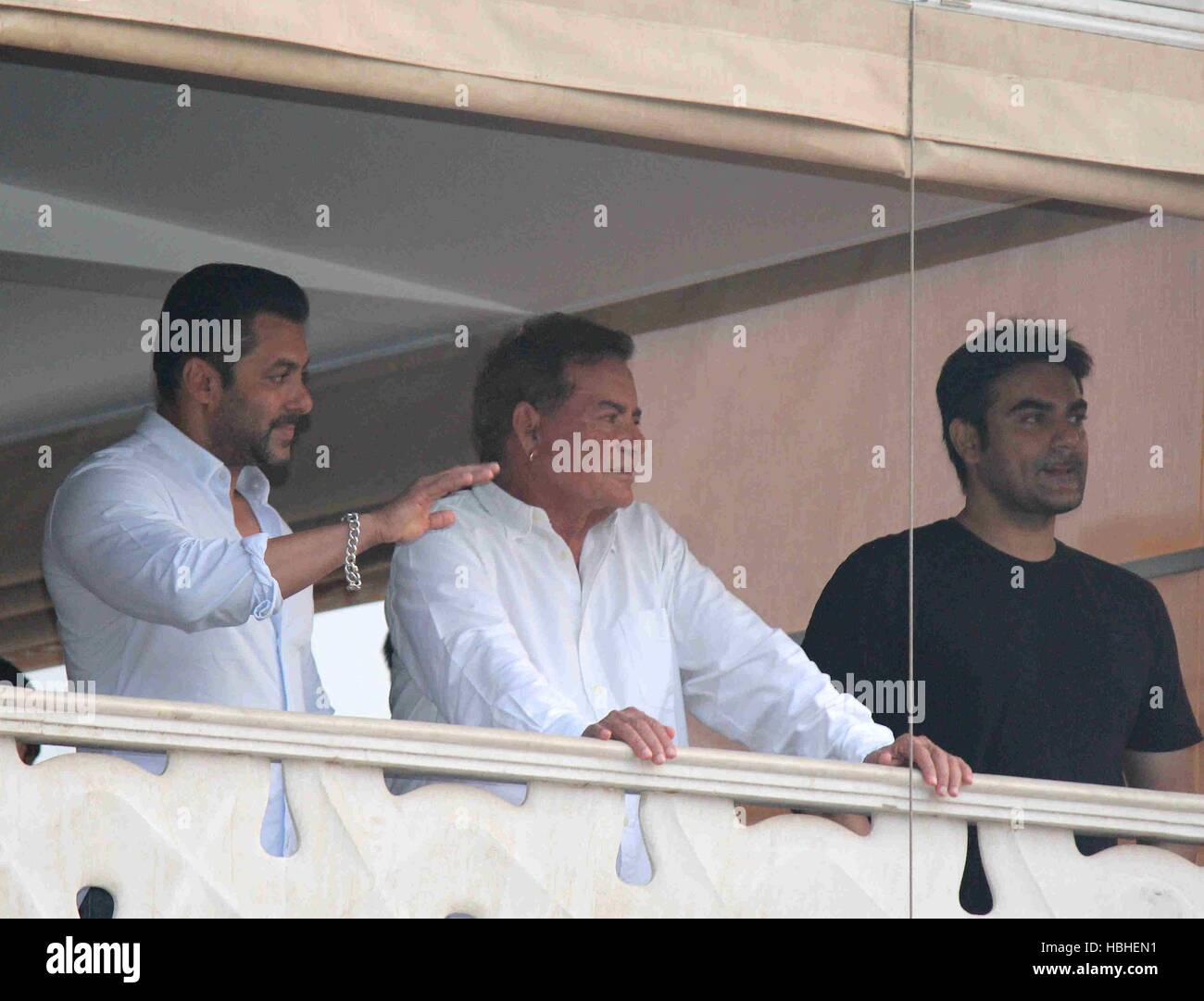 Bollywood actor Salman Khan father Salim Khan and brother Arbaaz Khan thank his fans after executing bail bond in - Stock Image