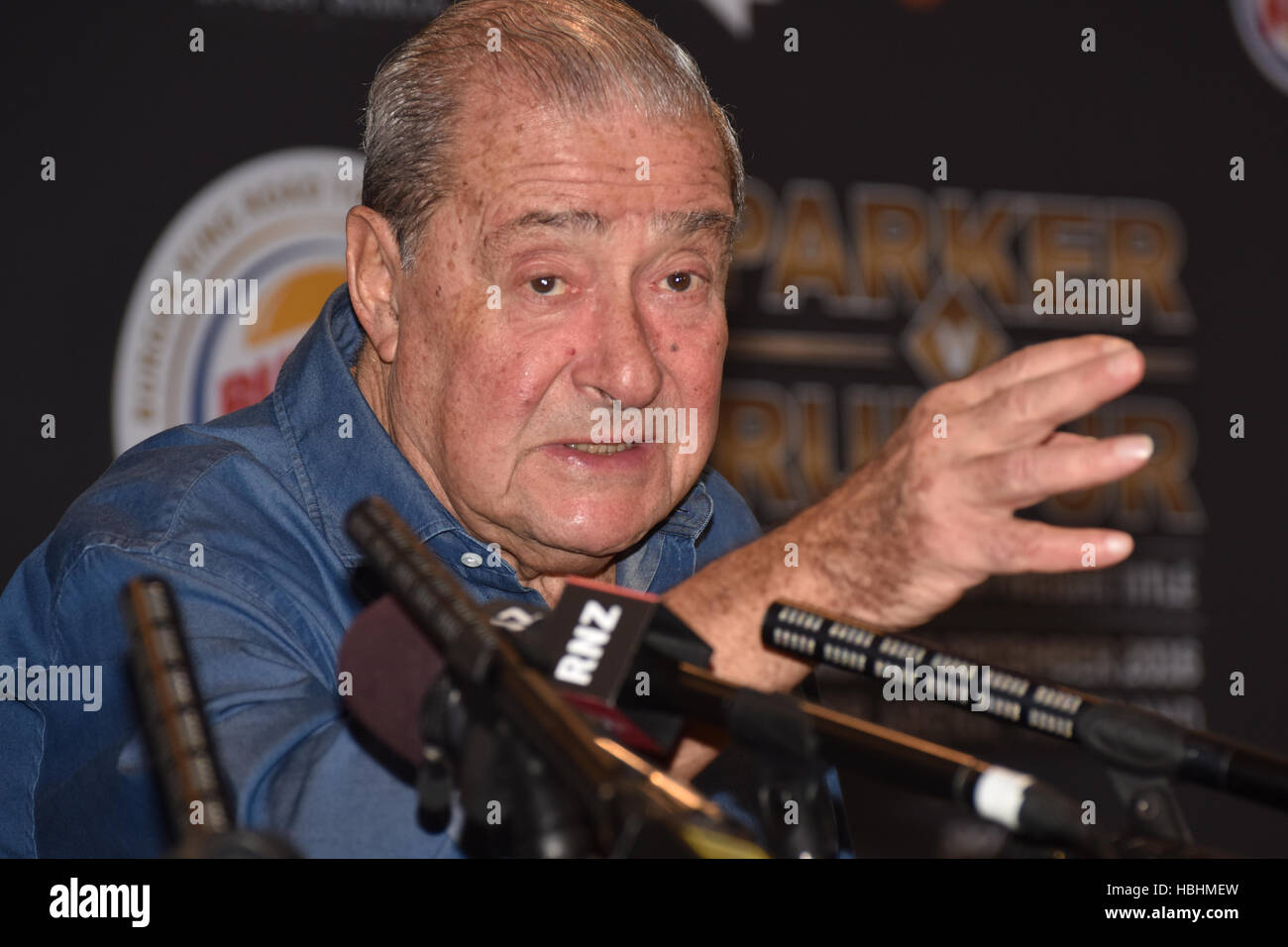 Auckland, New Zealand. 06th Dec, 2016. Andy Ruiz's promoter Bob Arum speaks to the media during a Press conference - Stock Image