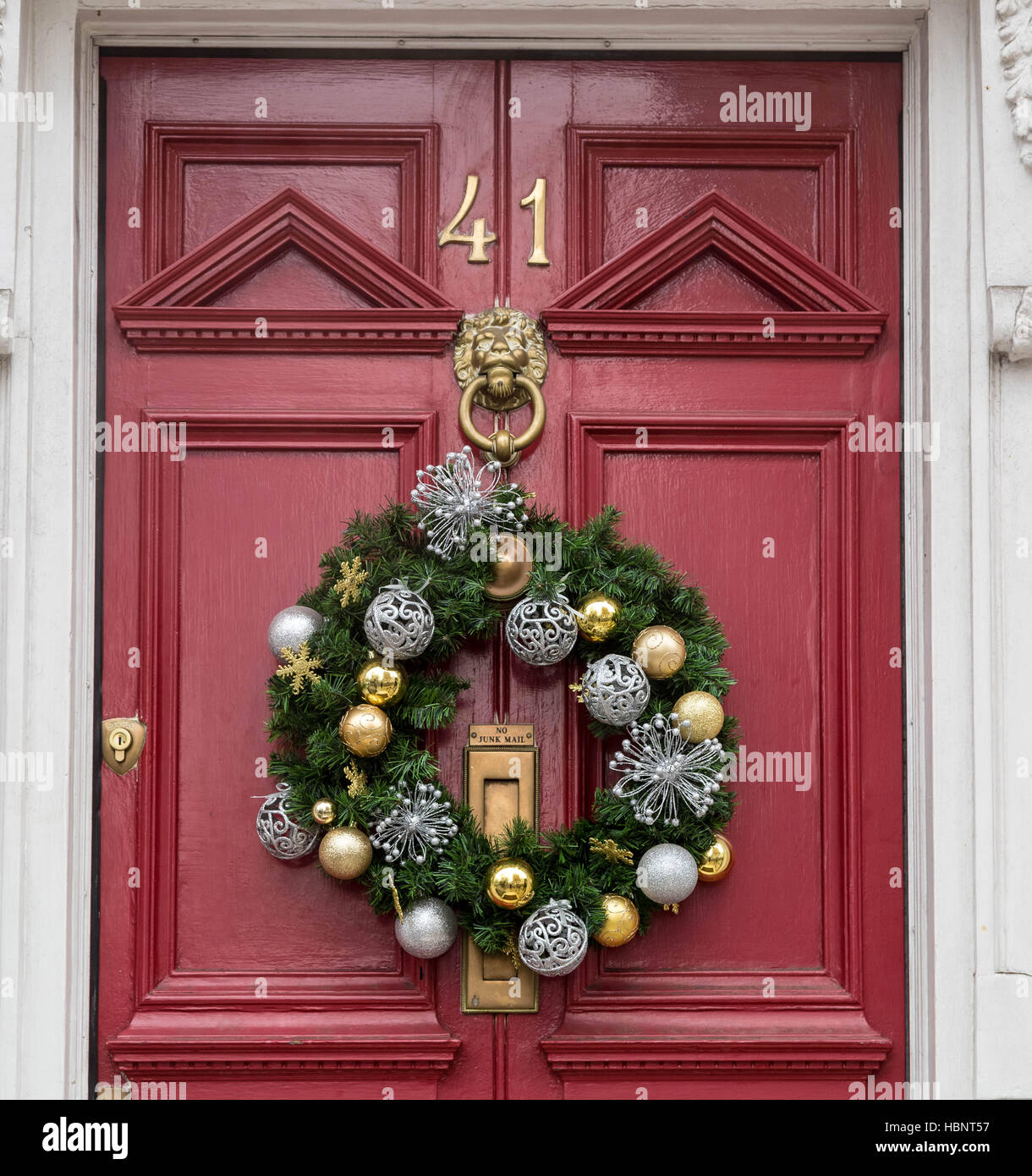hip divine using door decoratio large of and decorative wreath white doors rose christmas image for fancy with accessories decoration berry snow ideas green images wreaths extra round