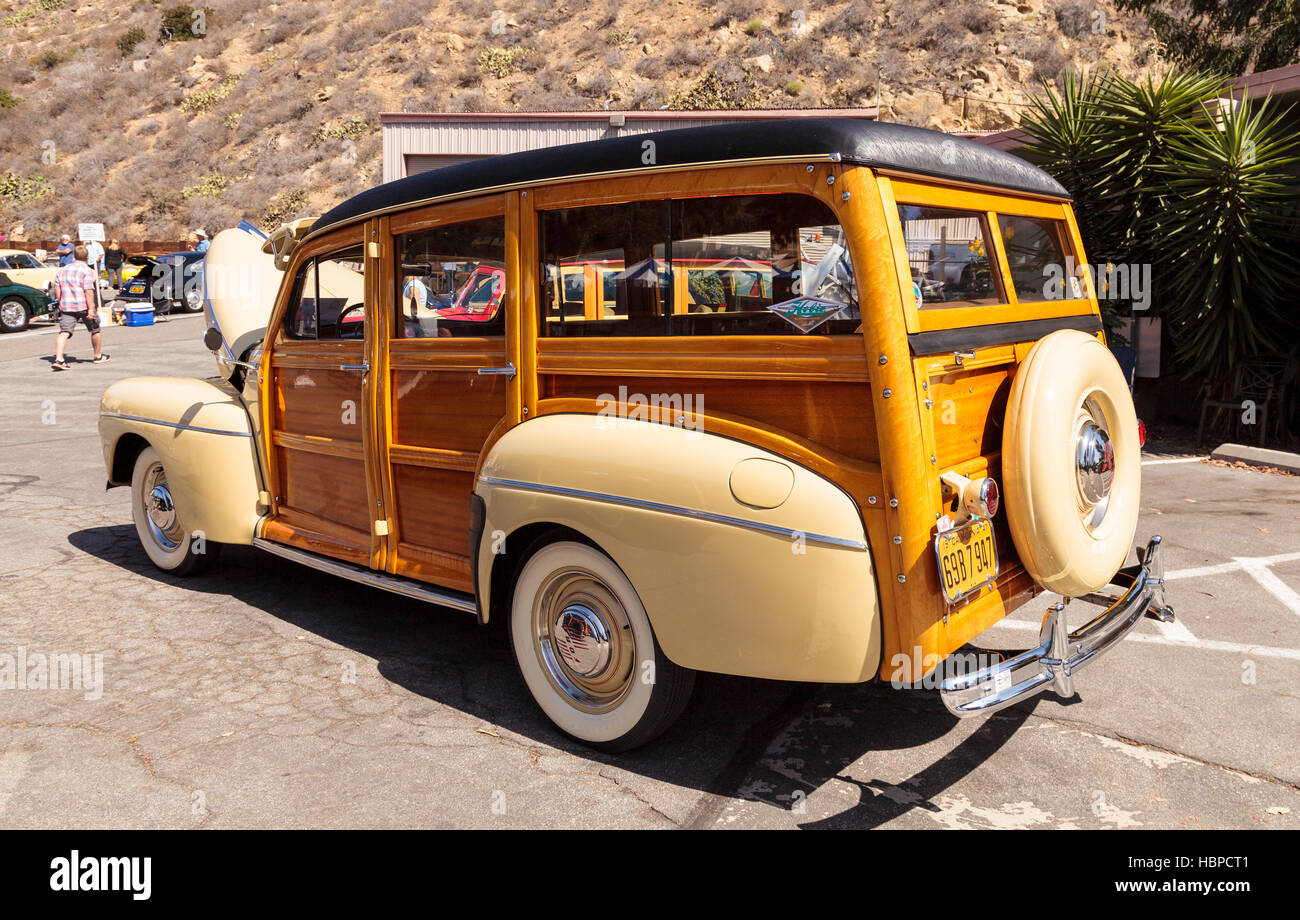 Black 1967 Morris Minor Traveller woody - Stock Image