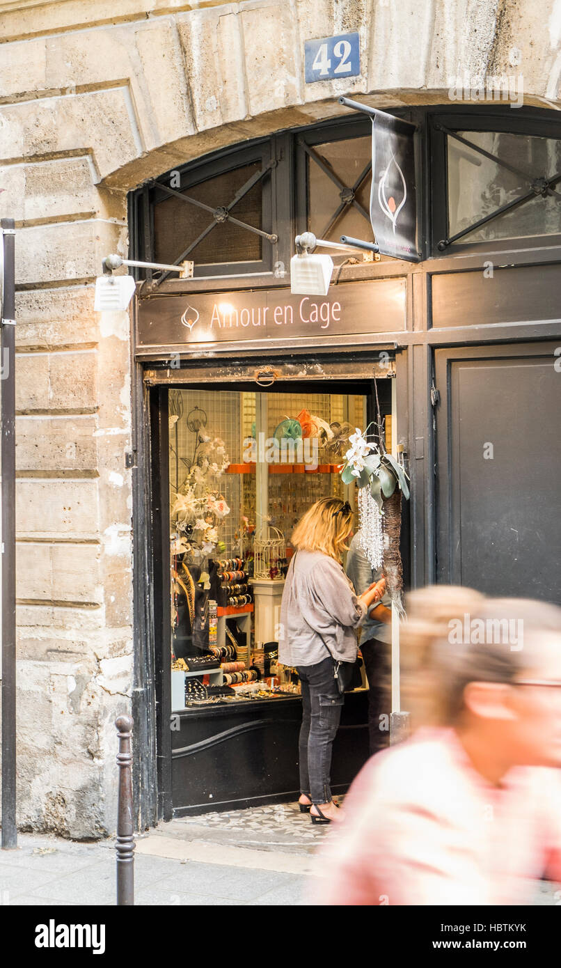 street scene in front of amour en cage, jewelery shop - Stock Image