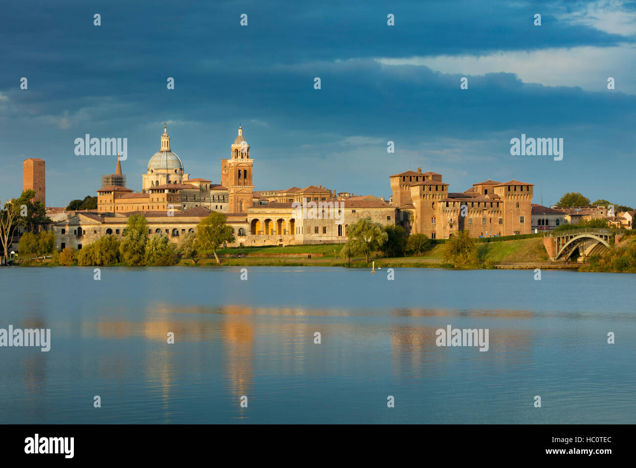 Early morning over Medieval town of Mantova and Lago Inferiore, Lombardy, Italy - Stock Image