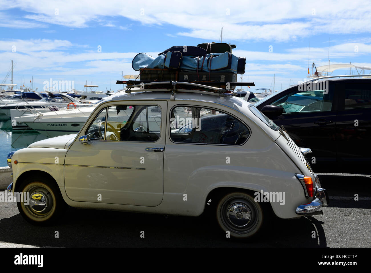 Luggage Rack Stock Photos & Luggage Rack Stock Images - Alamy