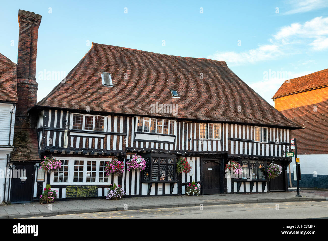 England, Tenterden. 16th century white plaster and black timber building. Wealden Hall House. Was the towns Great Stock Photo