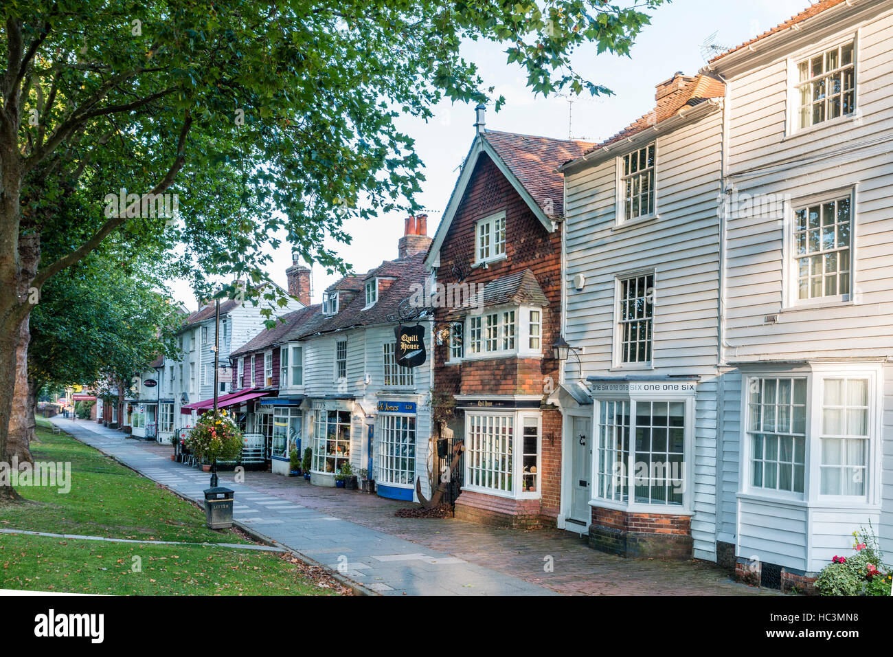 England, Tenterden. Row of buildings, houses and shops, along the High Street. Brick house is Quill House, others - Stock Image