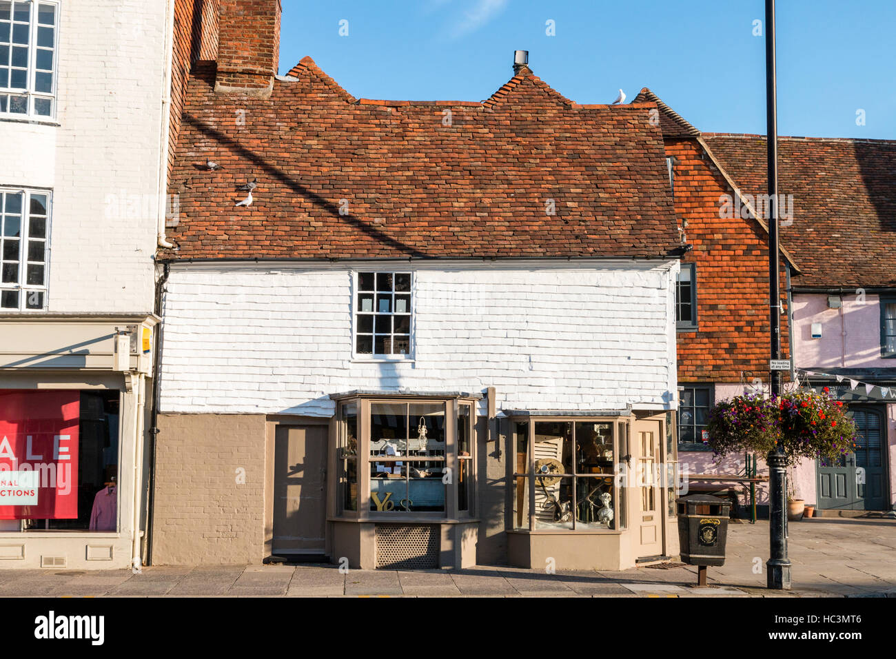 15th century two-storey, 'Rising Star' gift corner shop on High Street, Tenterden. One of many historical - Stock Image