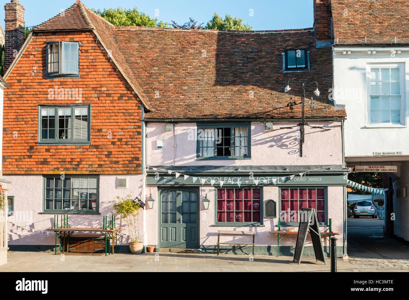 16th century Coaching Inn, now used as hotel. 'The Wool pack' in Tenterden High Street, Kent. Two-story - Stock Image