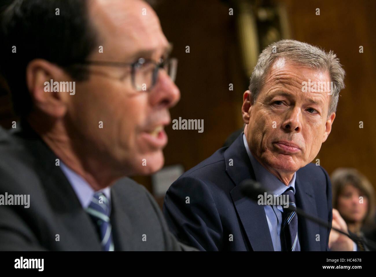 Washington DC, USA. 7th December, 2016. Randall Stephenson, Chairman & CEO of AT&T, left, and Jeffrey Bewkes, - Stock Image