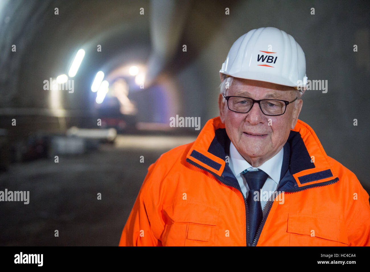 Stuttgart, Germany. 08th Dec, 2016. Construction engineer Walter Wittke answers journalist' questions during - Stock Image