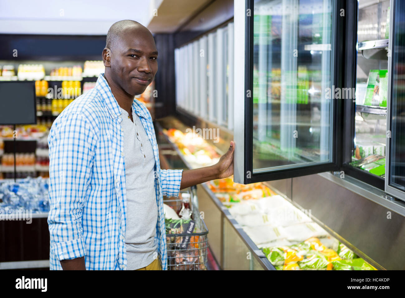 Man shopping in grocery section at supermarket - Stock Image